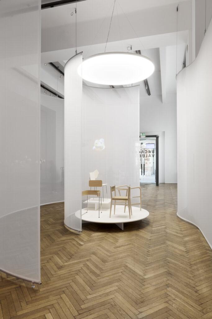Philipp Schmitt & Steffen Weiss: The Chair Project (Four Classics), 2019. © Aslan Kudrnofsky/MAK
