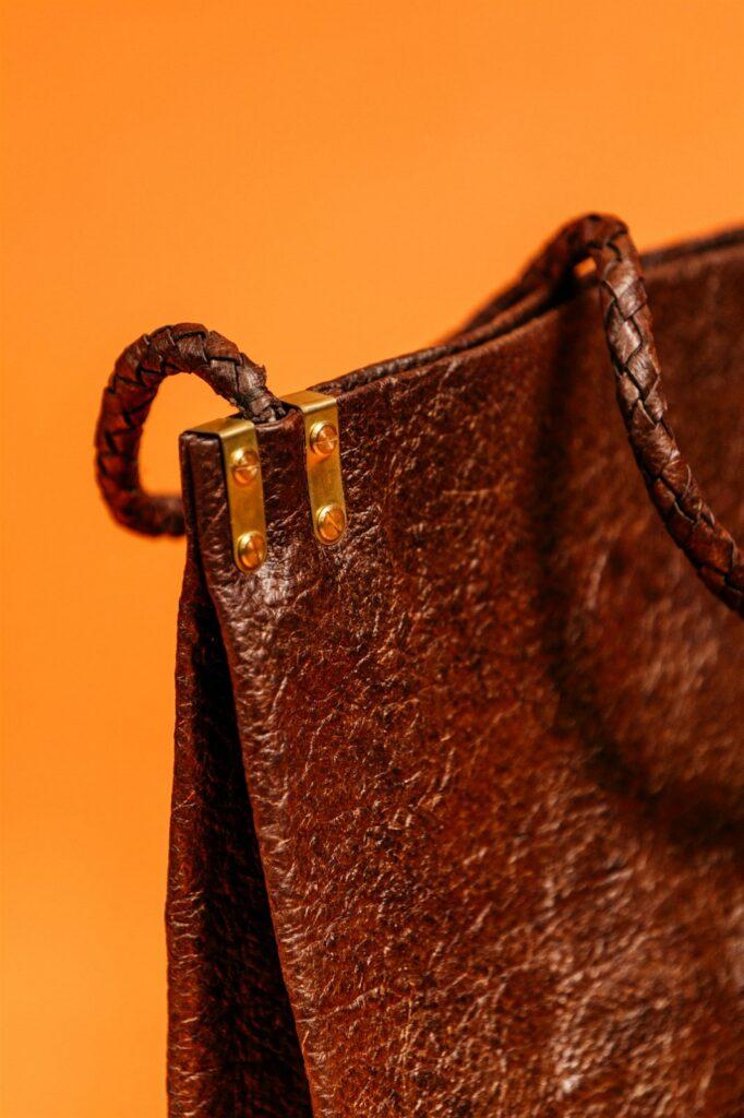 Produkty Malai dopĺňajú jemné kovové prvky a bavlnené popruhy či vnútra tašiek. 2018.