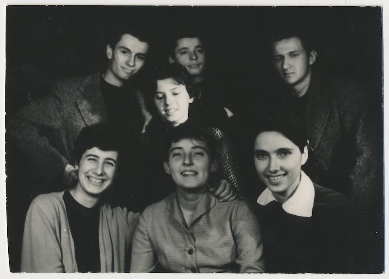 Helena Suchá-Sojáková so spolužiakmi grafického oddelenia ŠUP (M. Veselý, J. Chmeliar, J. Koller aď.), 1956