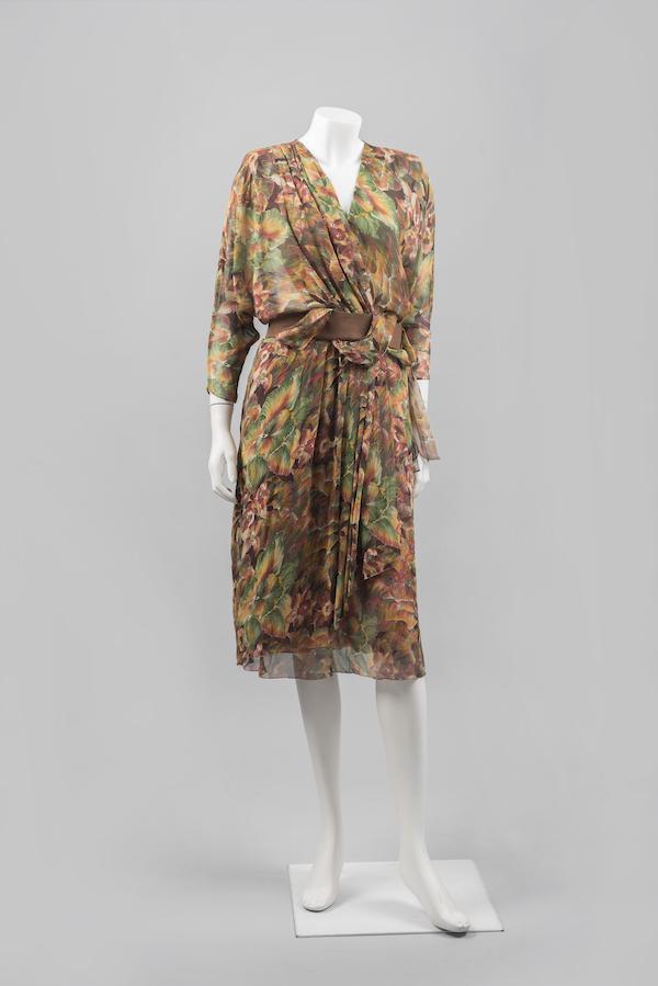 Vlasta Hegerová: hodvábne šaty zvývojového ateliéru časopisu Móda, 1985. Foto archív SMD