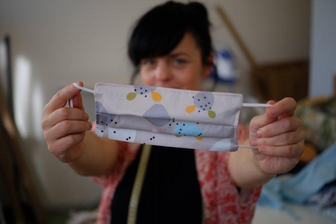 Michaela Bednárová pripravila pre Denník N fotonávod s dvomi verziami nariasených rúšok.