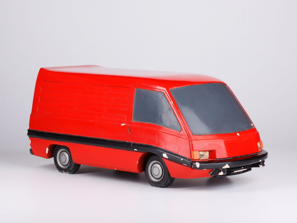 Štúdia dodávkového automobilu, model. Sadra, lak, BAZ, 1975. Foto archív SMD