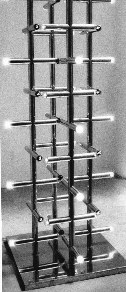 Svetelný stĺp, hliníkové rúrky, žiarovky. Diplomová práca, 1977