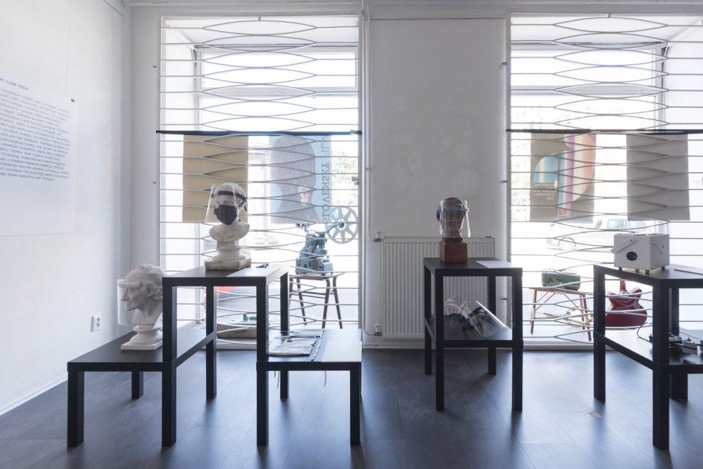 Ochranné štíty. Výstava Design is Now!, Galéria dizajnu Satelit, júl – september 2020. Foto: Adam Šakový