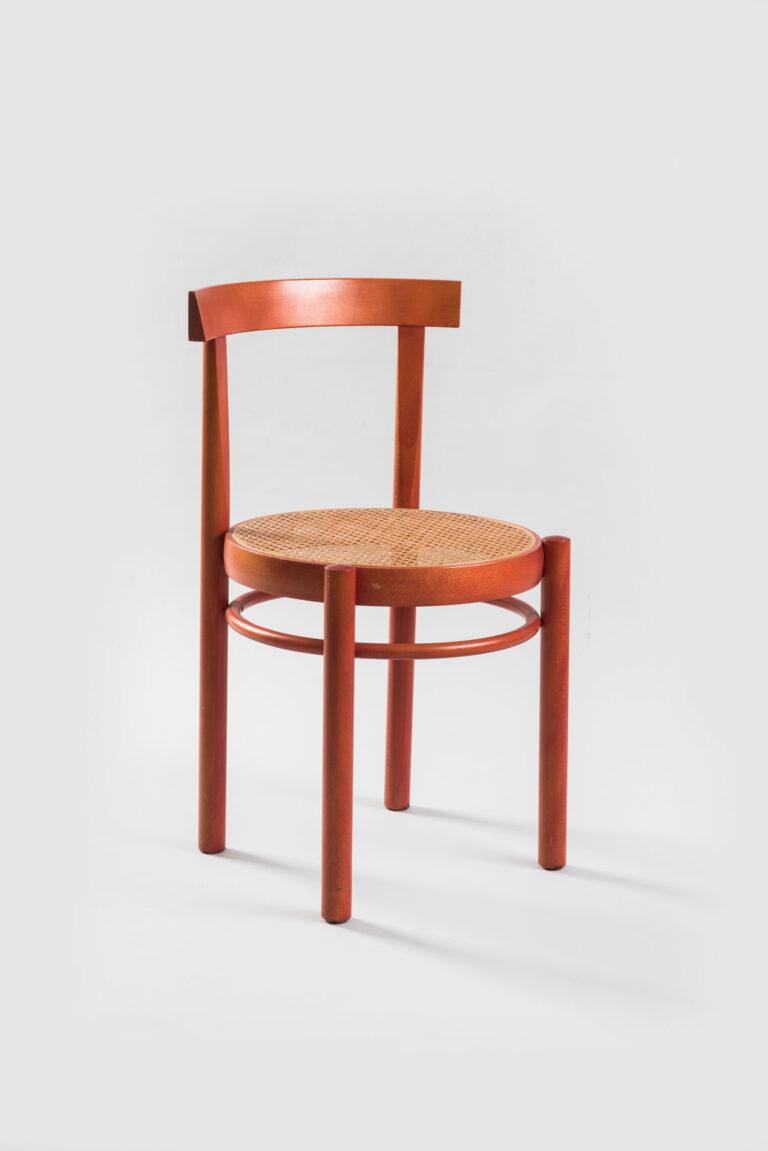 Stolička s vypletaným sedákom