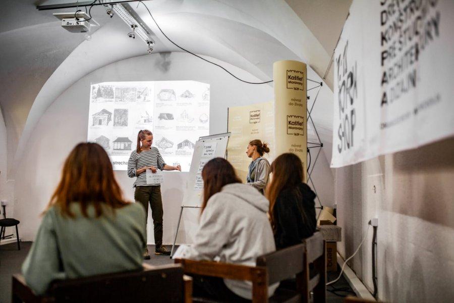 Workshop v Moravanoch nad Váhom, 2019 – záznam procesu. Foto: Katarína Janíčková, archív Woven