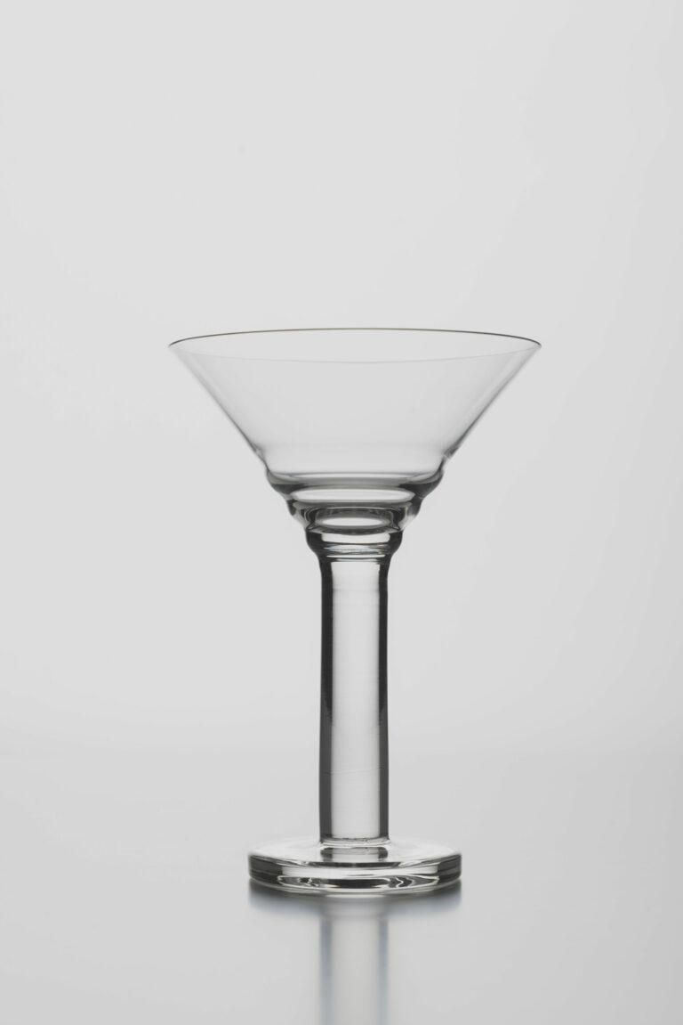 Pohár na šampanské s kónicky tvarovaným zvlneným kalichom