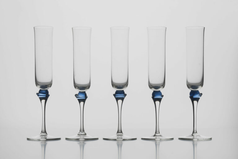 Pohár s modrou guličkou