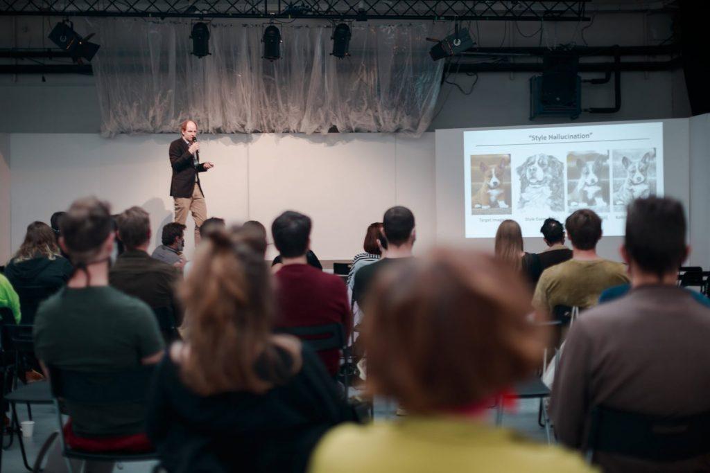 Daniel Sýkora vystúpil s prednáškou Nahradí umělá inteligence výtvarníky? Foto: archív Humain