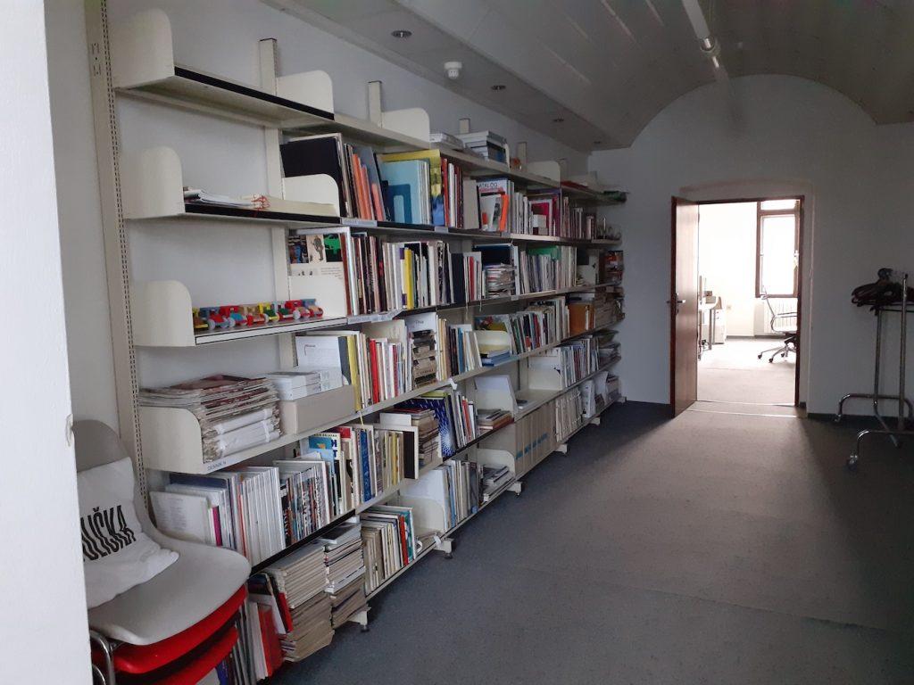Knižnica Slovenského múzea dizajnu. Február 2021. Foto: Silvia Kružliaková