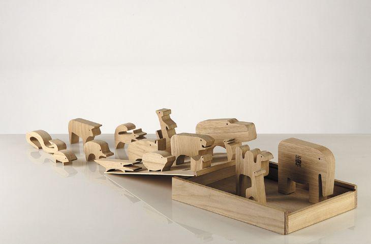 16 zvieratiek, skladačka, dubové drevo, výrobca Danese Milano, 1957. Foto: Federico Villa © Triennale di Milano.