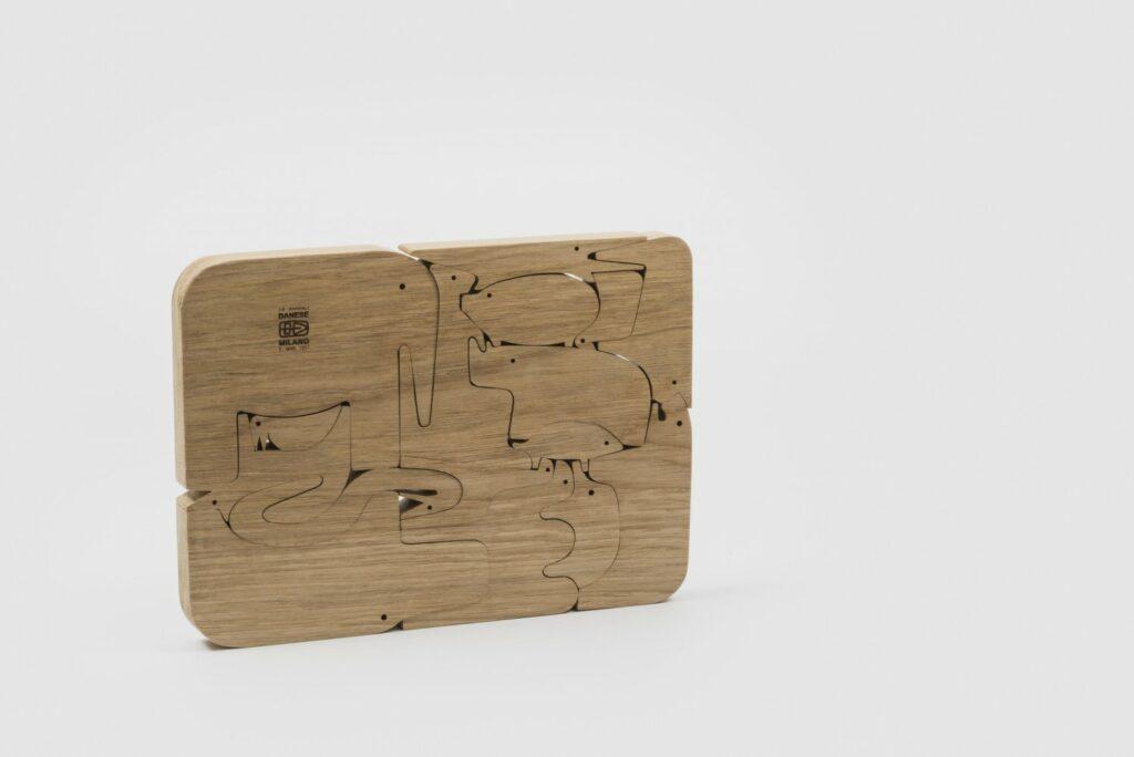 16 zvieratiek, skladačka, dubové drevo, výrobca Danese, 1957. Foto: Federico Villa © Triennale di Milano