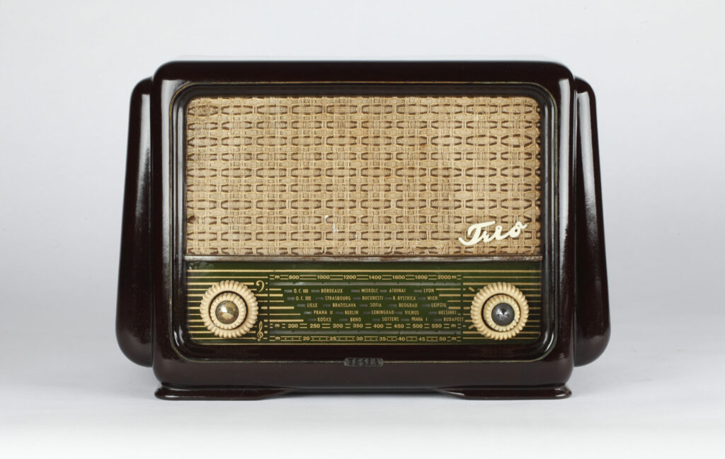 Ján Vikrut, rádioprijímač Tesla Trio 420U, prvý vlastného vývoja, Tesla Bratislava, 1954.