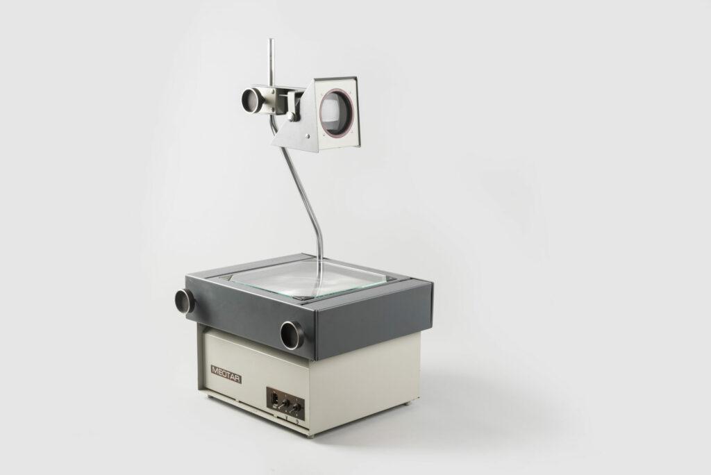 Igor Didov, Spätný projektor – Meotar, Meopta Bratislava, 1969. Zbierky SMD. Foto Adam Šakový