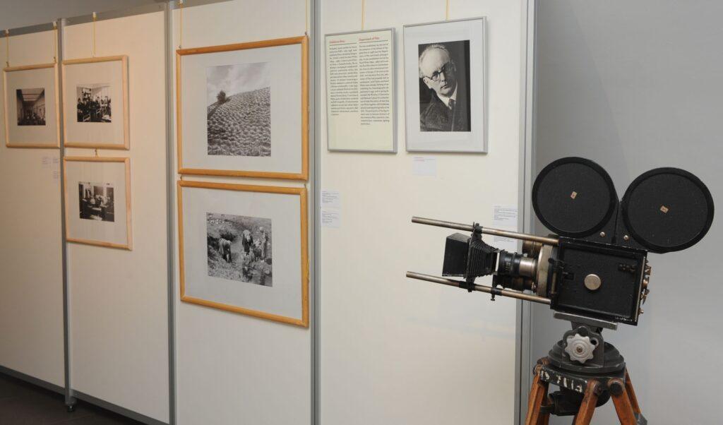 Portrét Karola Plicku (autor Jaromír Funke) a jeho práce Ľan na suši, Štôle, 1937, Máčanie ľanu, 1937, kamera Šlechta, ktorou nakrútil film Zem spieva, 1933.