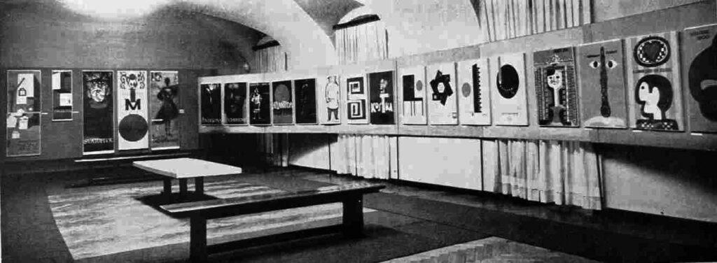 Pohľad do inštalácie úžitkovej grafiky, 4. Celoslovenská výstava UP, 1962