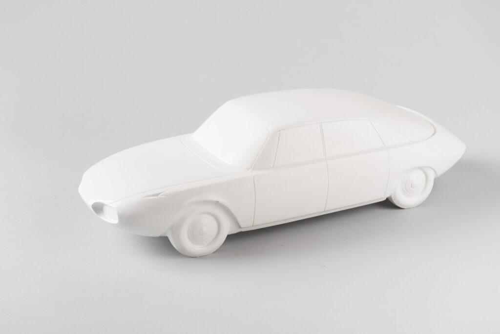 Ján Cina, sadrový model v mierke 1:10, Tatra 603 X, Tatra Kopřivnice, závod Bratislava, 1964. Zbierky SMD. Foto Adam Šakový