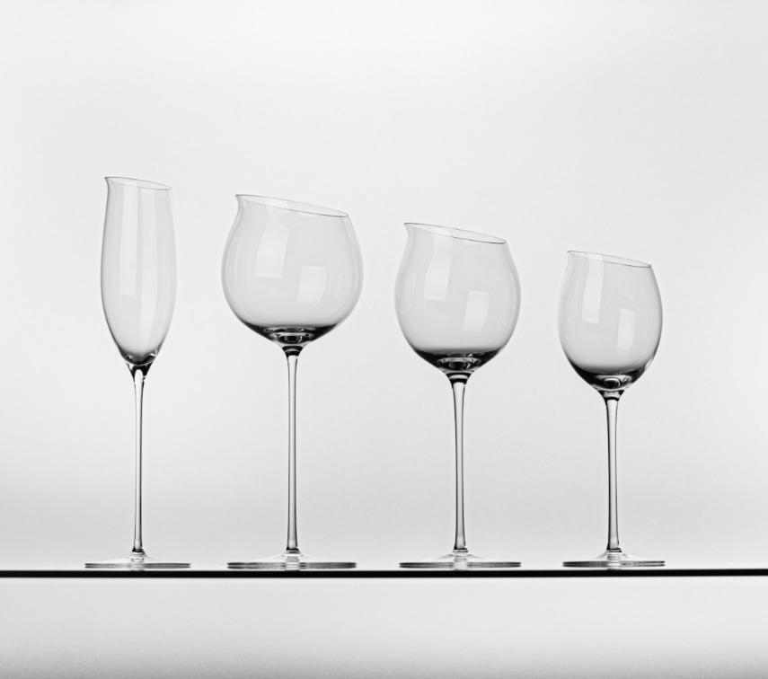 Patrik Illo: Poháre LR 3195, fúkané sklo, ručná výroba, 2002 – 2019, sklárne Rona, Lednické Rovne. Zbierky SMD. Foto Adam Šakový