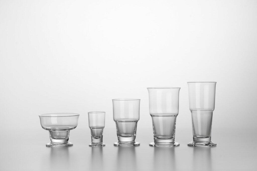 Karol Hološko, súprava pohárov LR 1469 fúkané sklo, ručná výroba, 1971 (replika 2017), sklárne Rona, Lednické Rovne. Zbierky SMD. Foto Adam Šakový