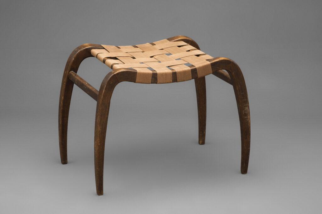 Ladislav Bartoníček, stolička navrhnutá pre Krásnu izbu