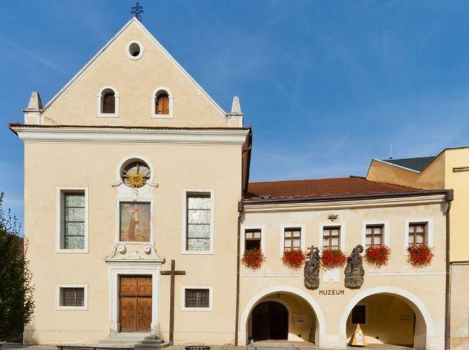Súťaž o vytvorenie nového loga pre Regionálne múzeum v Čechách