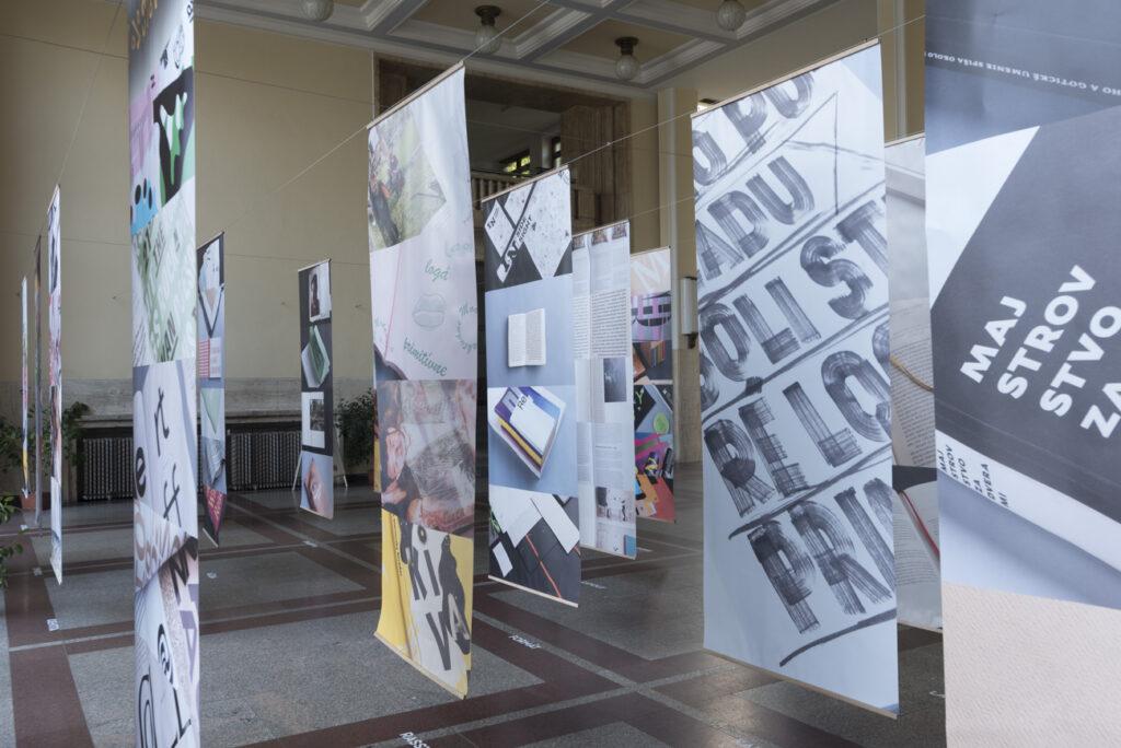 Vstup do výstavy NCD 2018 vo foyeri Slovenskej technickej univerzity. Dizajn: Matúš Lelovský, Peter Liška. Foto archív SCD