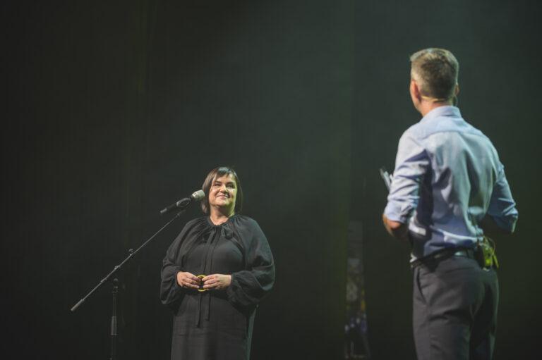 Rozhovor s kurátorkou NCD21, Sylviou Jokelovou s moderátorom Galavečera Martinom Staňom. Foto Adam Šakový